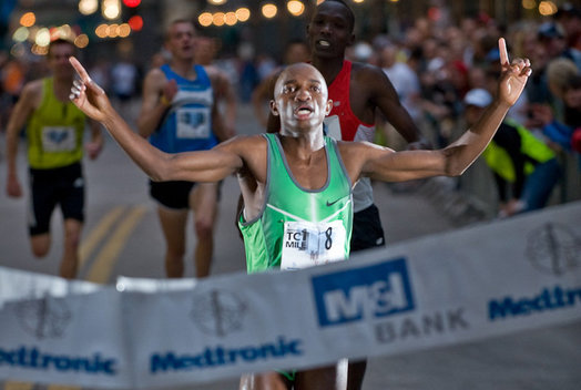 The elite male winner, Haron Lagat, finishing strong in 4:09 at the 2008 Medtronic Twin Cities 1 Mile in Minneapolis, MN on 5/8/2008