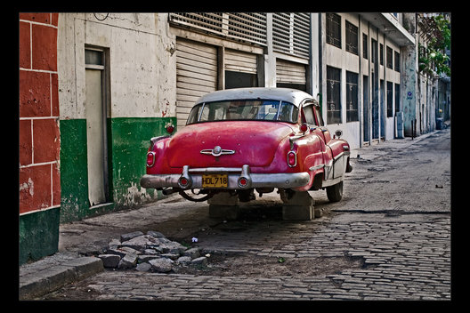 car on blocks, Havana