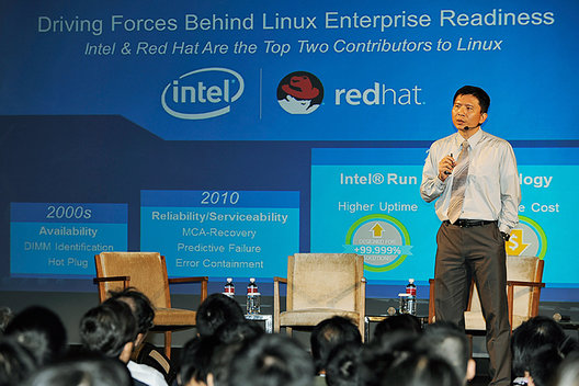 Li Kuo Hui, Solution Architect, Intel Enterprise Solution Sales, addresses a full house at the Red Hat Forum, Taipei