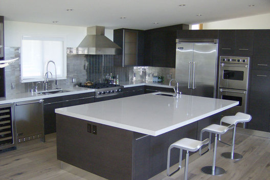 Handcrafted Construction, Inc. specializes in custom new construction, kitchens, baths and remodels in the west Los Angeles area.