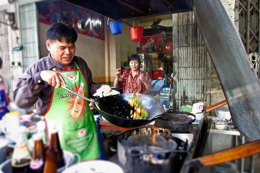 A variety of spicy foods in the market place along the Chao Phraya river.