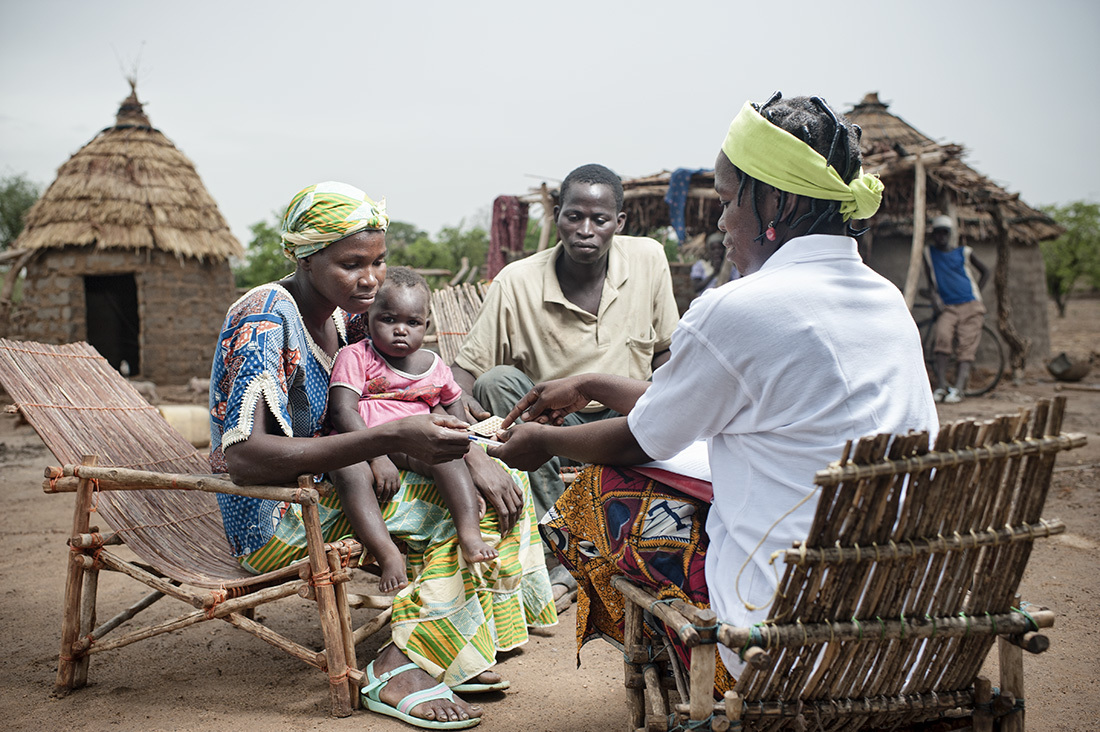 Solange Lamousa - Community Health Agent of Sablogo with beneficiaries - distribution and awareness about contraceptive methods  Family, Sibini Abibou Sawodogo, children, Fati, Asia - Sablogo Village located 28 km from Tenkodogo.