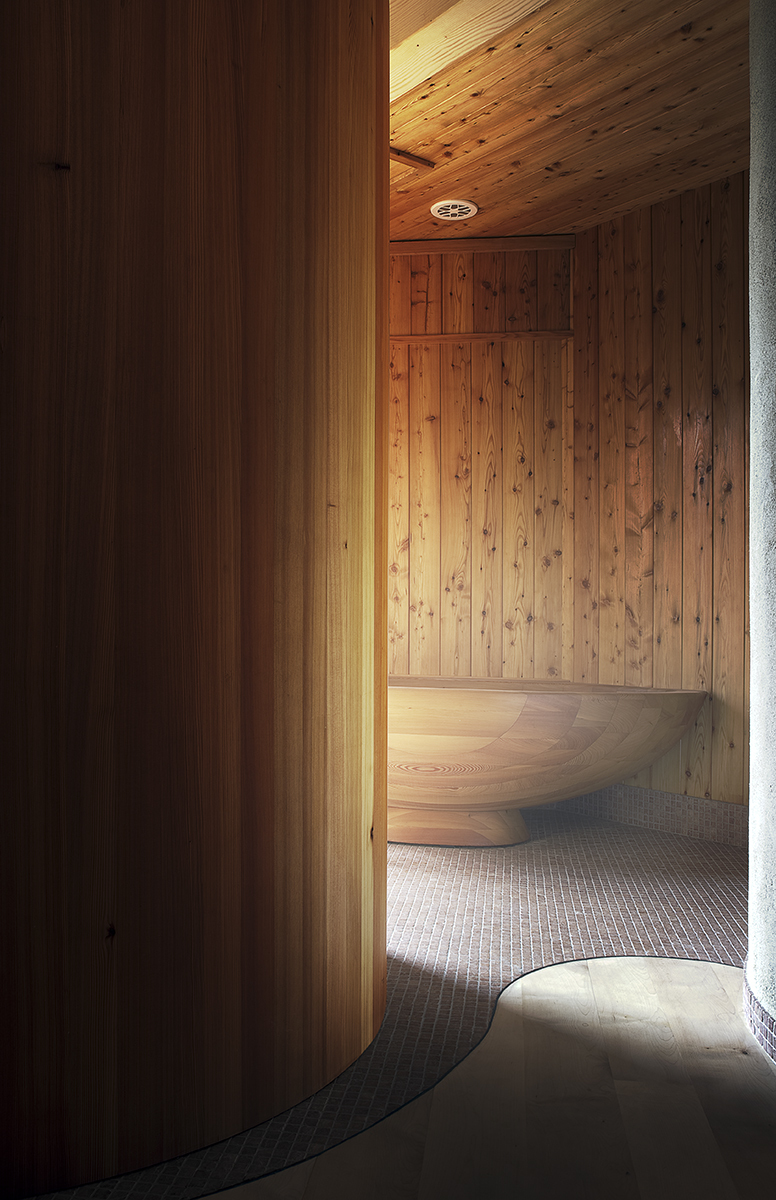 Wooden bathtub by Team7Japan