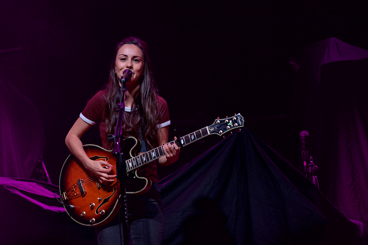 Amy Shark The Fillmore Philadelphia, Pa November 16, 2017  DerekBrad.com