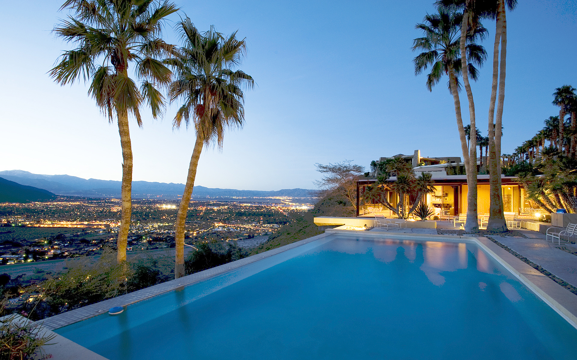 The historic Holden Estate offers an incredible view over Palm Springs. Built in 1977 for William Holden, the 8,000 sq.ft residence is surrounded by the very exclusive Bob Hope and Diamonds are FDorever- Elrod houses.