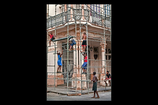 boys on restoration scaffolding, Havana