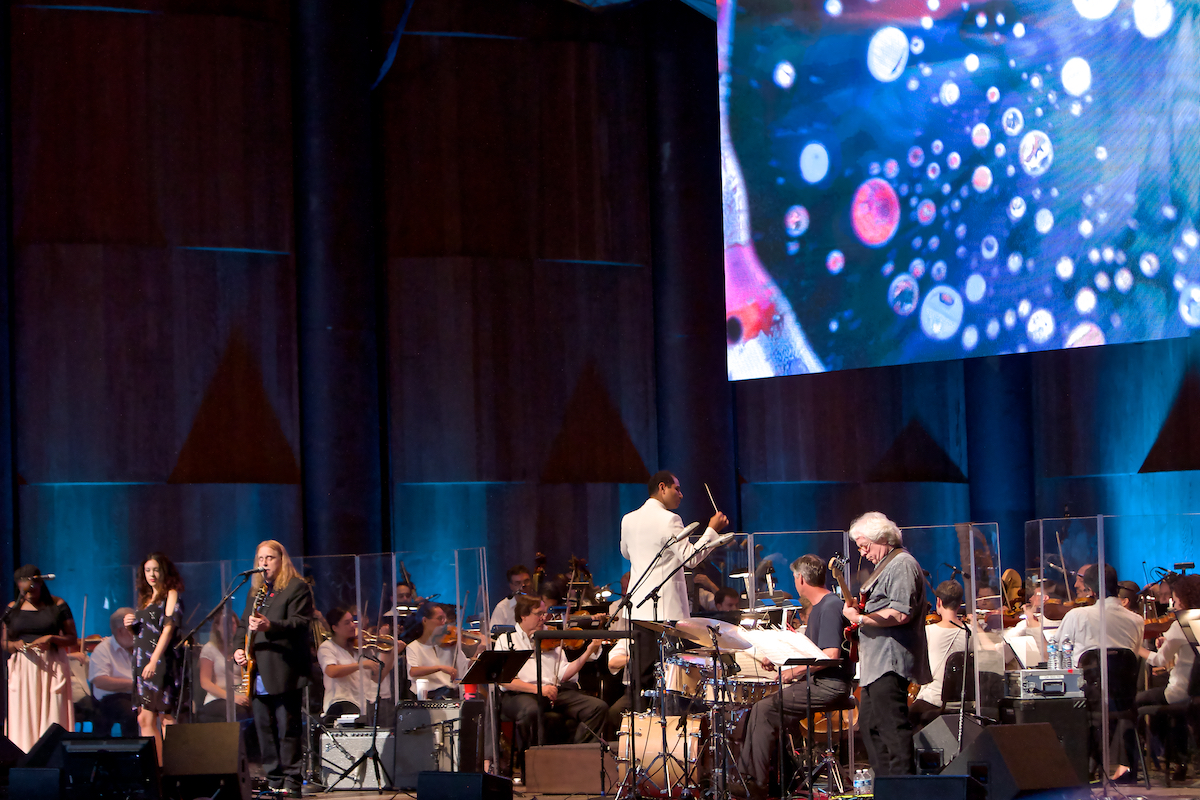 Featuring Warren Haynes and The Pittsburgh Symphony Orchestra with the Joshua Light Show The Mann Center Philadelphia, Pa June 25, 2013  DerekBrad.com