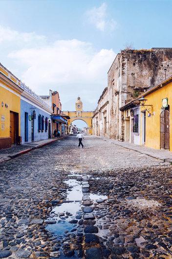 Built in the 17th century, Arco de Santa Catalina (Santa Catalina Arch) in Antigua, Guatemala was used by nuns to pass over the road from the covent to the school it connected.