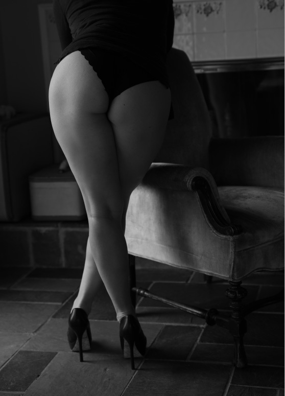 Moody Black & white bodyscape - Boudoir Photographer - NY