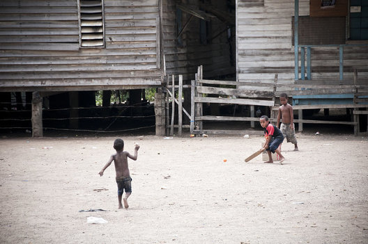 Children play cricket in the Hanuabada settlement