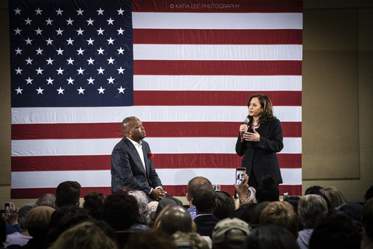 Mayor Steve Benjamin and Senator Kamala Harris at a town hall in Columbia SC