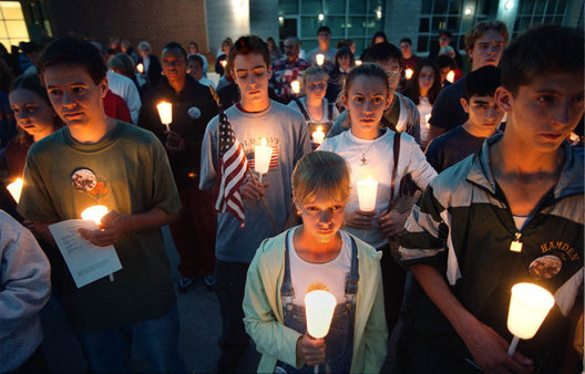 SUB 9/19/01 Volpe:  Over one hundred students at Hamden High School hold a candle-light vigil for victims of the WTC attack Wed  evening at the High School.