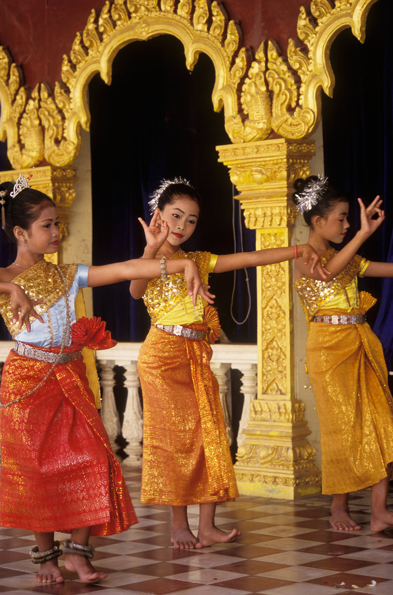 Cambodia, Phnom Penh, Girls performing traditional classical Khmer dance at Silver Pagoda, the Royal Palace