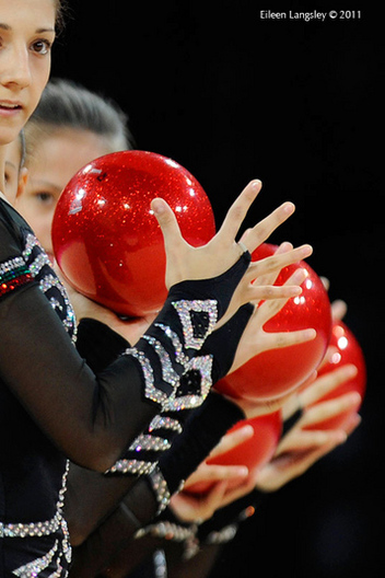 A cropped generic image of the group from Bulgariacompeting with 5 balls at the World Rhythmic Gymnastics Championships in Montpellier.