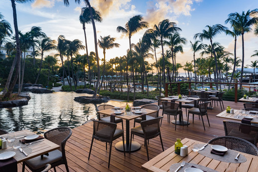 The Hilton Aruba Caribbean outdoor patio