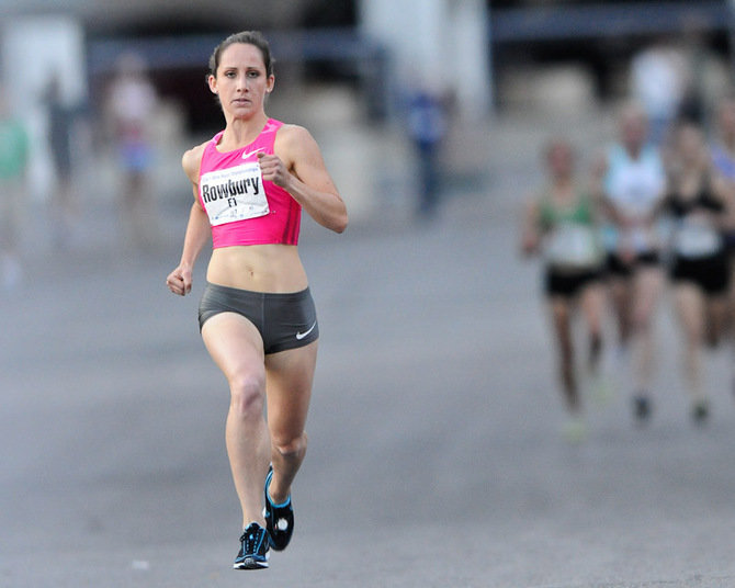 Shannon Rowbury leads the pack as she approaches the finish line of the 2009 Twin Cities 1 Mile in Minneapolis