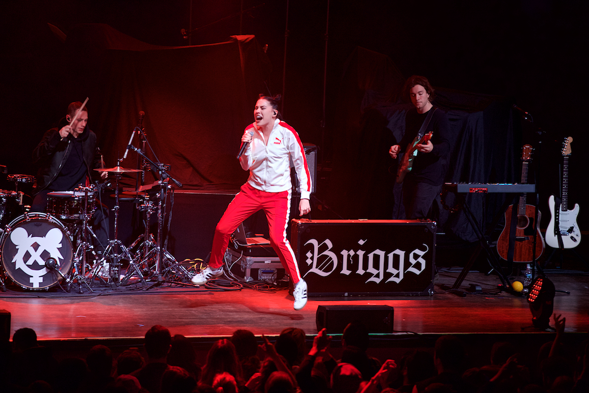 Bishop Briggs The Fillmore Philadelphia, Pa November 16, 2017  DerekBrad.com