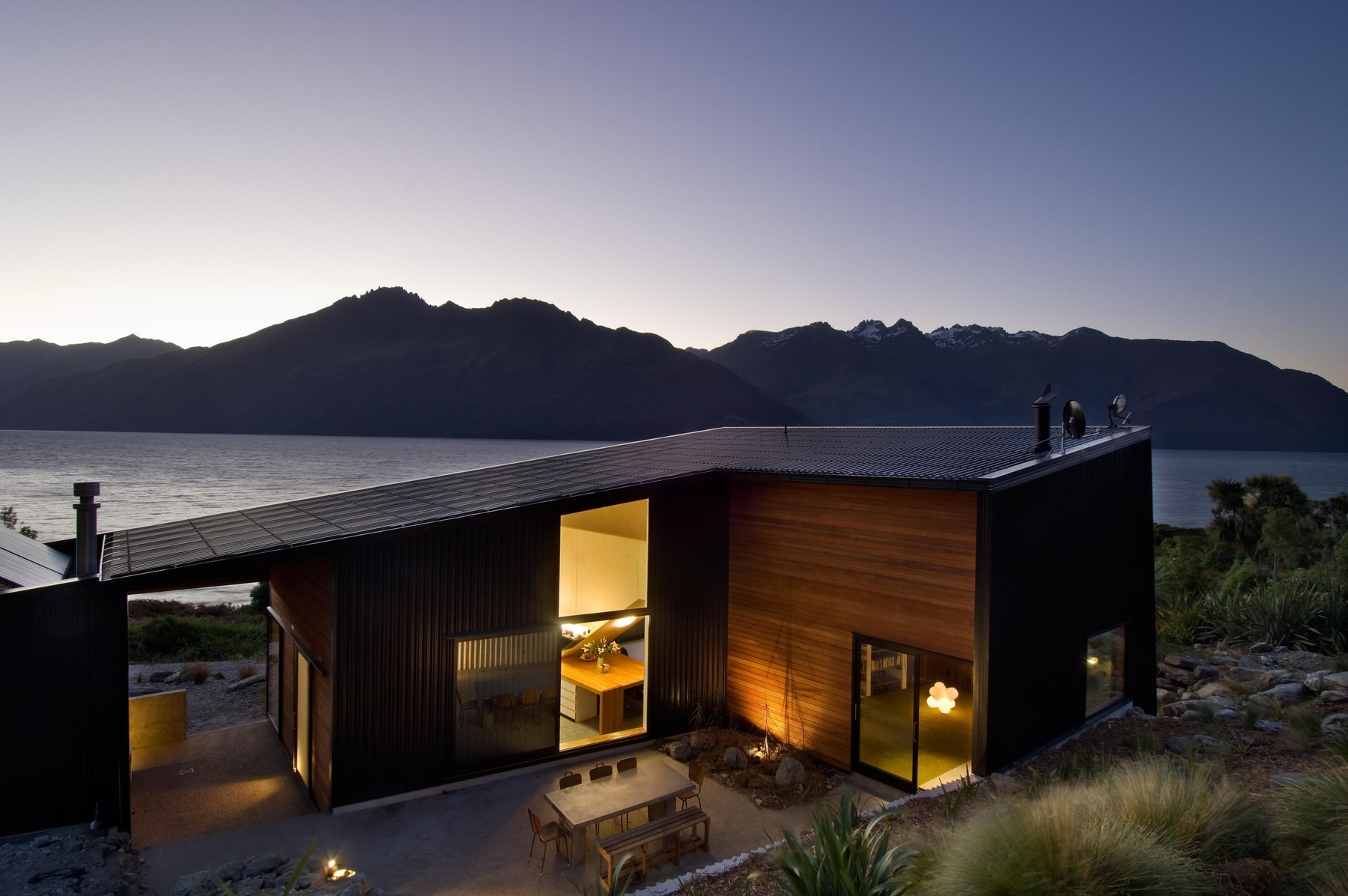 This sculptural house nestles into its dramatic landscape.