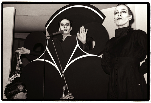 Klaus Nomi performs, with Joey Arias, 1980