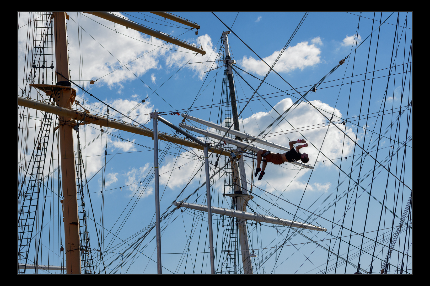 trapeze artist, South Street Seaport