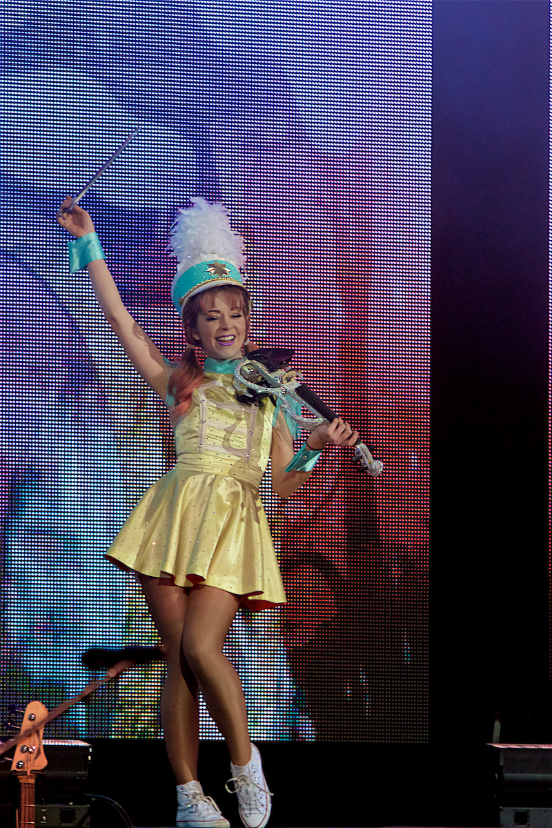 Lindsey Stirling  The Wanderland Tour The Met Philadelphia, Pa December 18, 2018  DerekBrad.com